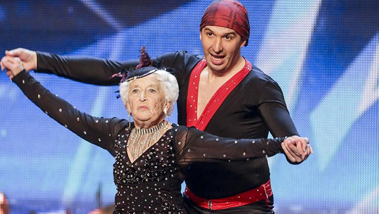 Paddy Jones, la nonna che balla a Sanremo