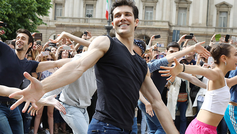 "Roberto Bolle ed i Flash Mob di ""Fame"" e ""Ondance"""