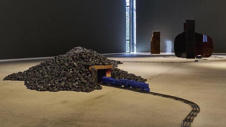 riciclo plastica e arte ambientale: il carbone
