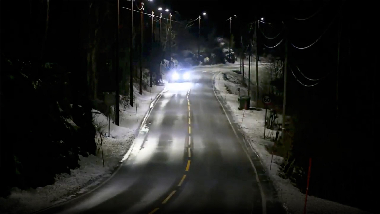 Lampioni intelligenti che si attivano al passaggio delle auto in Norvegia