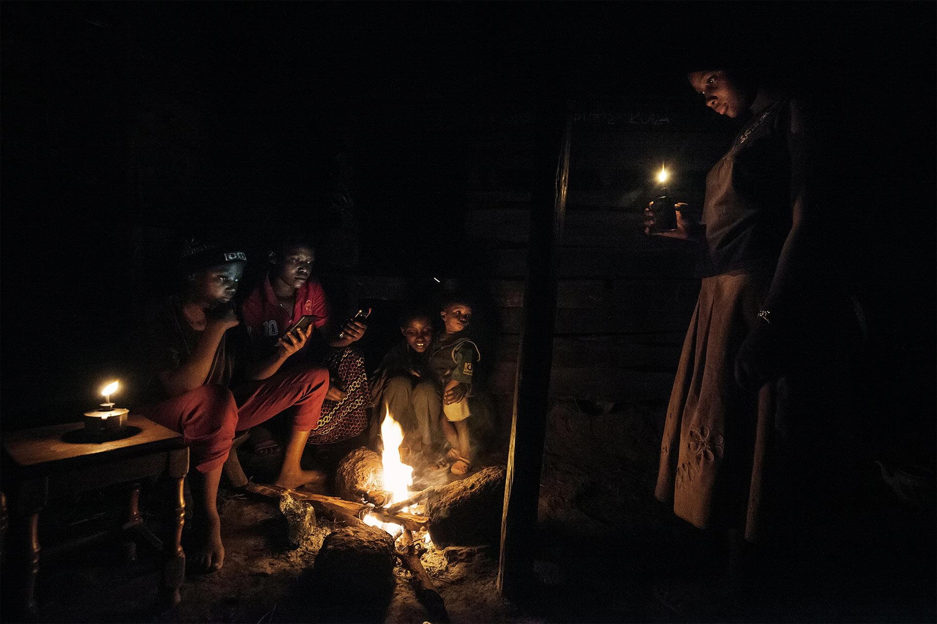 Famiglia senza energia elettrica. Energy portraits - Reportage del fotografo Marco Garofalo