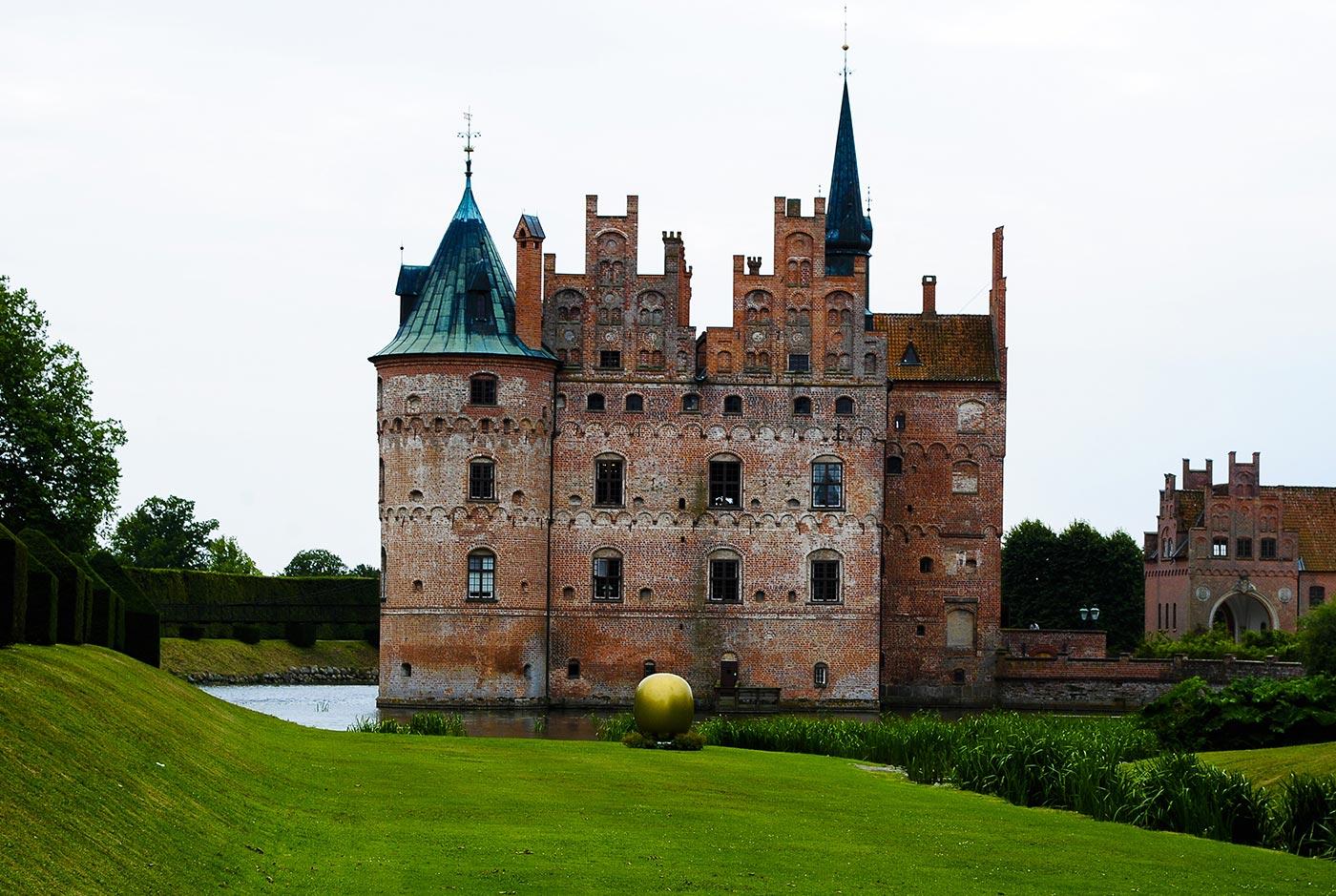 Il castello di Egeskov nell'isola di Fionia, in Danimarca.