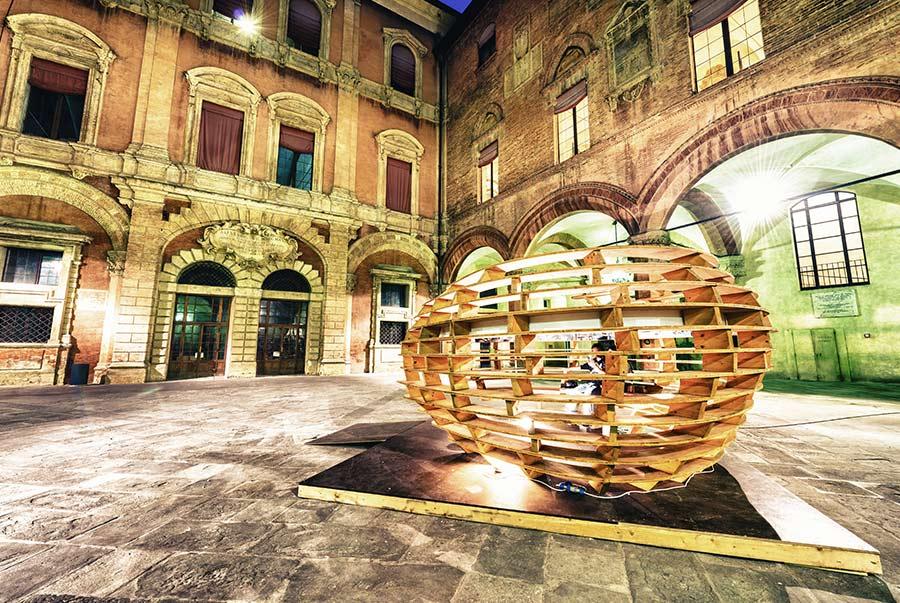 Piazza Santa Maggiore a Bologna: è famosa per essere il cuore della città