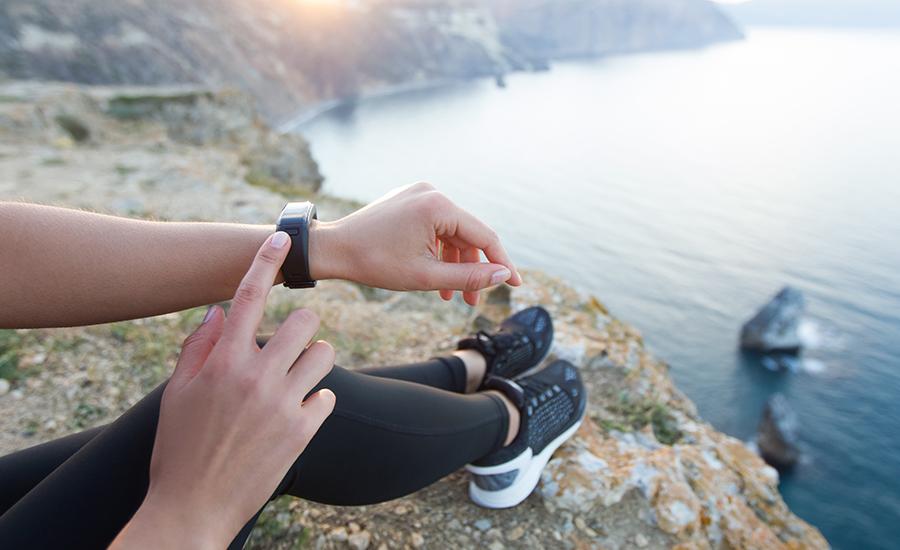 Bracciali fitness: uno dei gadget per i viaggiatiori geek