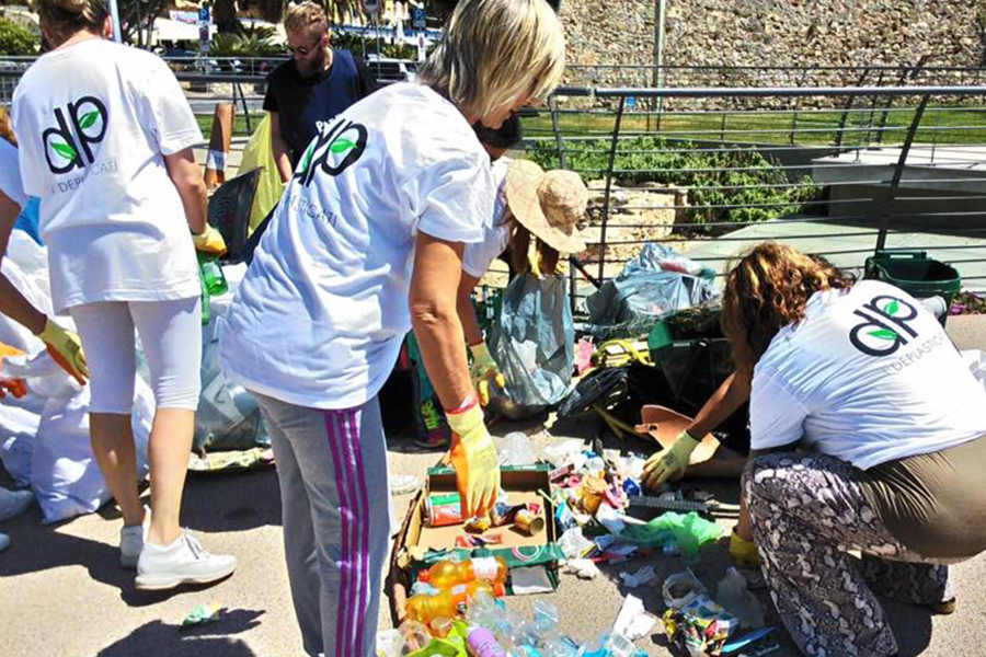 I Deplasticati e le loro iniziative contro l'inquinamento da plastica e altri rifiuti