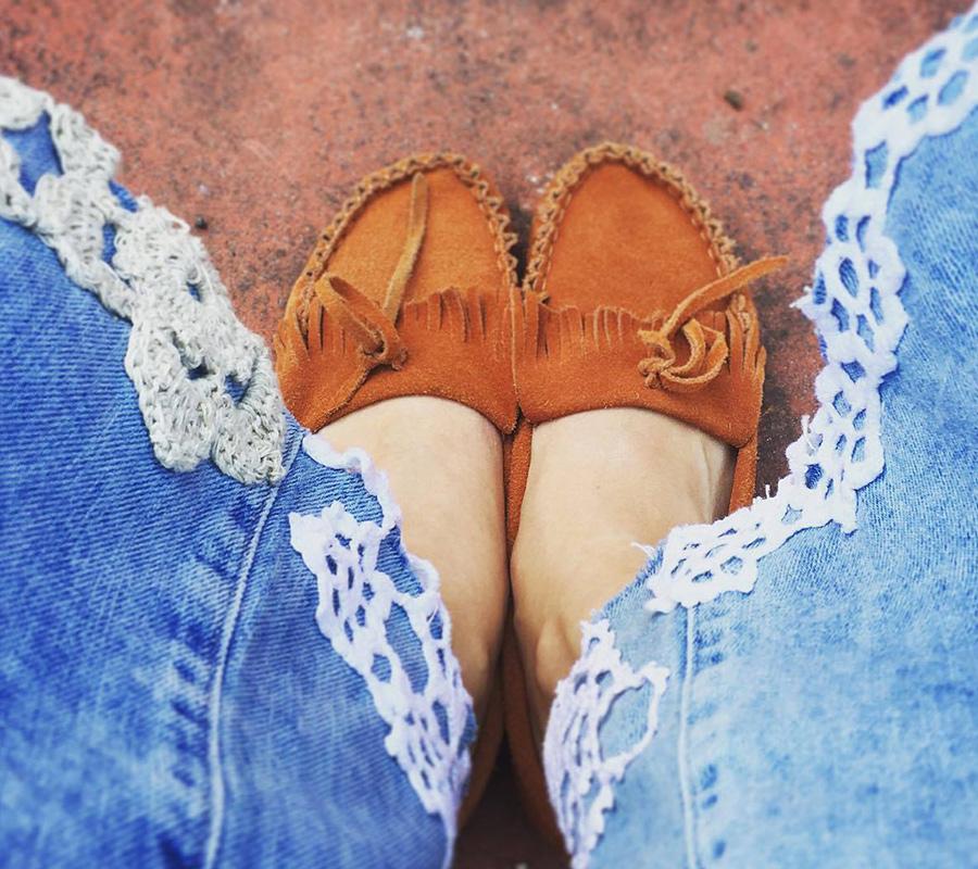 Centrini ricamati sui jeans