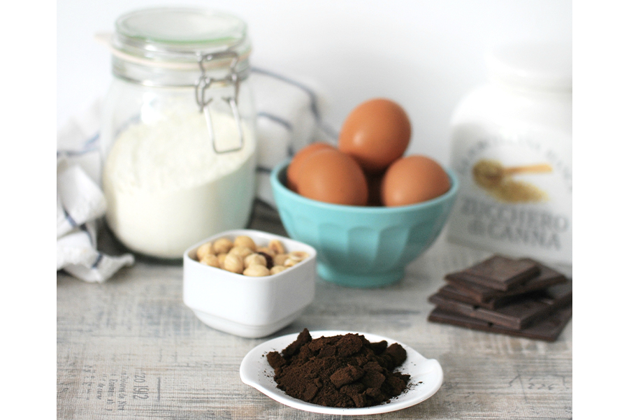 Cioccolato fondente, nocciole, fondi di caffè e gli altri ingredienti