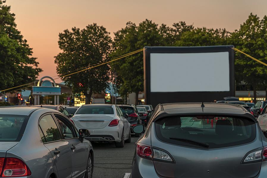 Immagine di un Drive-in: il cinema all'aperto in macchina