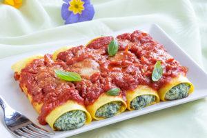 cannelloni ricotta e spinaci al sugo pronti