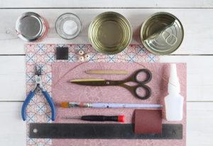 Materiali per realizzare un vaso con una scatoletta di tonno