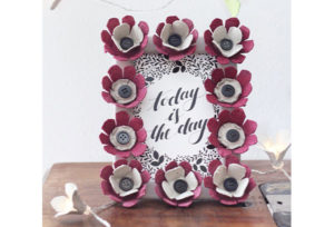 Cornice di fiori di cartone