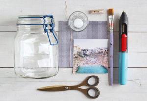 materiali per realizzare barattoli di vetro riciclati portafoto
