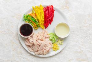 pollo e verdure pronti per la cottura stir fry